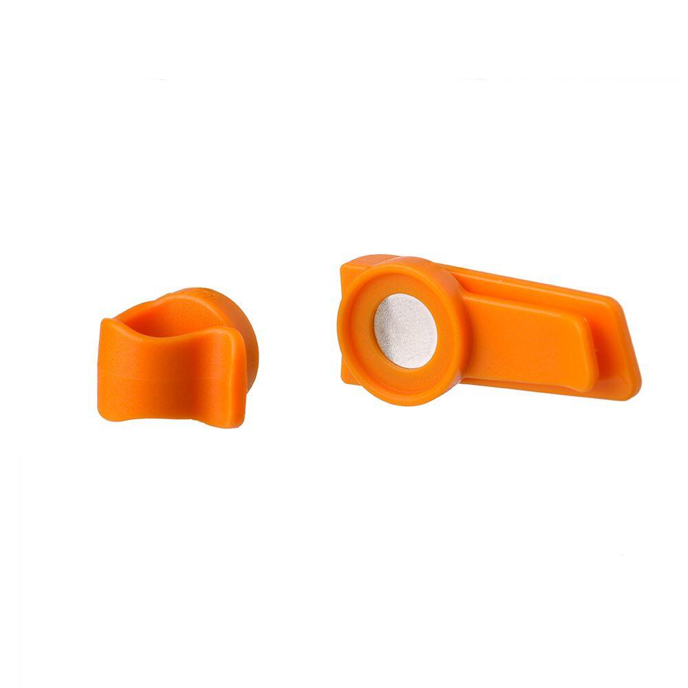 SOURCE Magnetic clip, orange (2019) | Travel bags